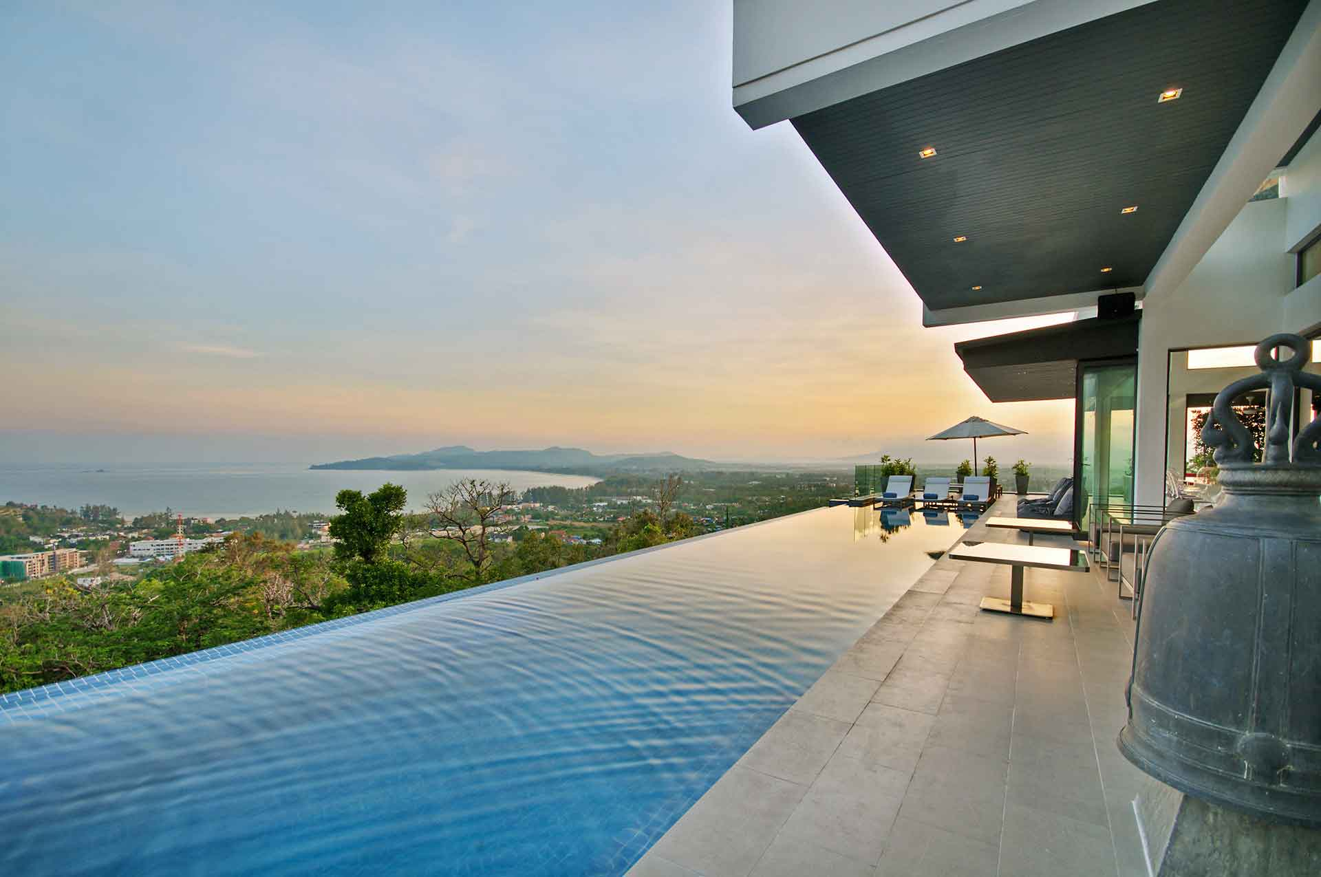 02-pool-terrace-level-4